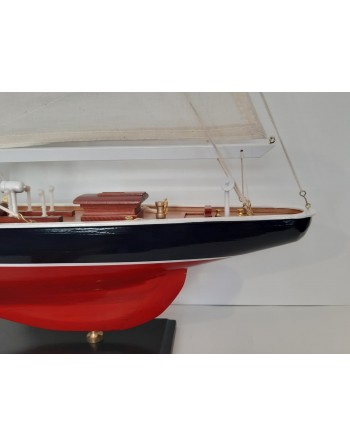 Maquette yacht coque rouge